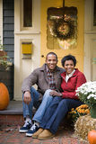 Couples en dehors de maison Images libres de droits