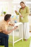 Couples en expectative heureux photographie stock libre de droits