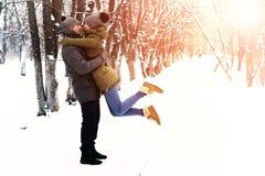 Couples en hiver extérieur d'amour Images libres de droits