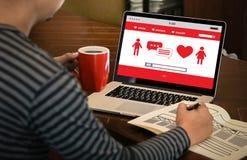 Couples en ligne de datation d'amour de découverte de datation de coeur rouge datant Happines Photos libres de droits