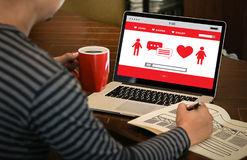 Couples en ligne de datation d'amour de découverte de datation de coeur rouge datant Happines Photo libre de droits