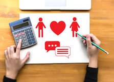 Couples en ligne de datation d'amour de découverte de datation de coeur rouge datant Happines Photographie stock
