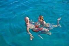 Couples en mer Image libre de droits