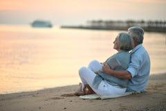 Couples en mer Images stock
