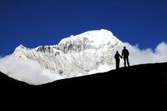 Couples en montagne Photographie stock
