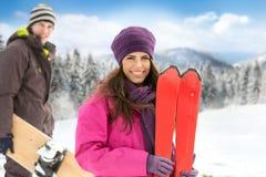 Couples en montagnes d'hiver Image libre de droits