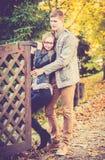 Couples en parc image stock