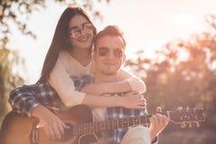 Couples en stationnement Image stock