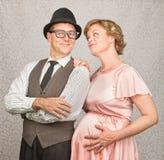 Couples enceintes pleins d'espoir image stock