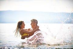 Couples enthousiastes image stock