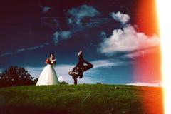 Couples et abrégé sur créatifs de danse la nuit photos stock