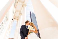 Couples et gratte-ciel de mariage Images libres de droits