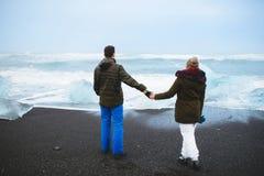 Couples et mer de l'Islande Image libre de droits