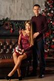 Couples et Noël enamourés Images libres de droits