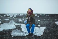 Couples et plage de glace de l'Islande Image stock