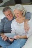 Couples et technologie aînés Photos libres de droits