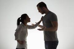 Couples fâchés ayant l'argument photos libres de droits