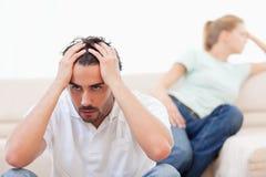Couples fâchés fous à l'un l'autre Photographie stock libre de droits