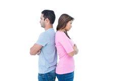 Couples fâchés restant de nouveau au dos photos stock