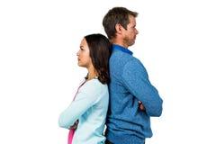 Couples fâchés restant de nouveau au dos photographie stock