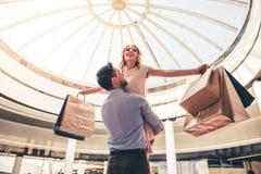 Couples faisant des achats Images stock