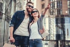 Couples faisant des achats Images libres de droits