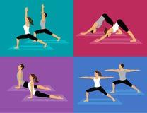 Couples faisant l'ensemble de séance d'entraînement de yoga Image libre de droits