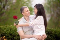 Couples flirtant Photographie stock libre de droits