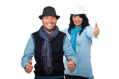 Couples frais donnant des pouces Photographie stock libre de droits