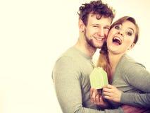 Couples gais ainsi que le modèle de bâtiment Photographie stock