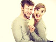 Couples gais ainsi que le modèle de bâtiment Photos stock