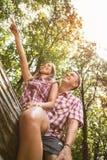 Couples gais dans la forêt Photos stock