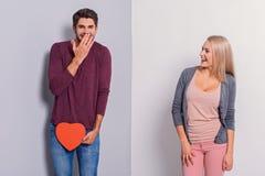 Couples gais exprimant leurs sentiments photo stock