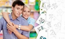 Couples gentils dans la boutique Images stock