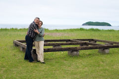 Couples âgés par milieu dans la construction de maison. Photographie stock
