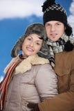 Couples heureux à l'hiver Images libres de droits
