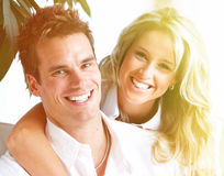 Couples heureux à la maison. images libres de droits