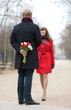 Couples heureux ayant une datte photographie stock