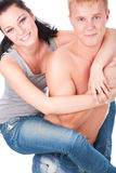 Couples heureux d'années de l'adolescence caressant photo stock