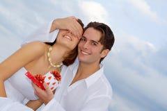 Couples heureux d'anniversaire dans l'amour Photographie stock