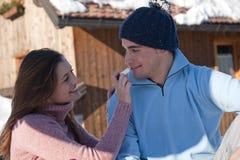Couples heureux d'hiver Image libre de droits