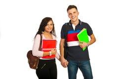 Couples heureux d'étudiants Photographie stock libre de droits