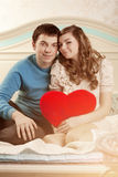 Couples heureux dans l'amour à la maison Photo libre de droits