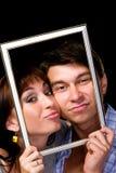 Couples heureux dans le cadre Beaux jeunes couples Photographie stock libre de droits