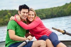 Couples heureux dans un bateau Photos libres de droits
