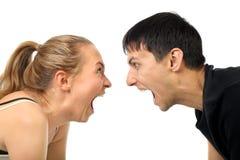 Couples heureux de cri photo stock