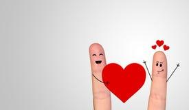 Couples heureux de doigt dans l'amour célébrant le Saint Valentin Image stock
