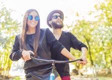Couples heureux de hippie photographie stock