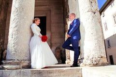 Couples heureux de jour du mariage Photo libre de droits