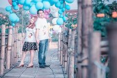 Couples heureux de l'Asie sur extérieur Photos stock
